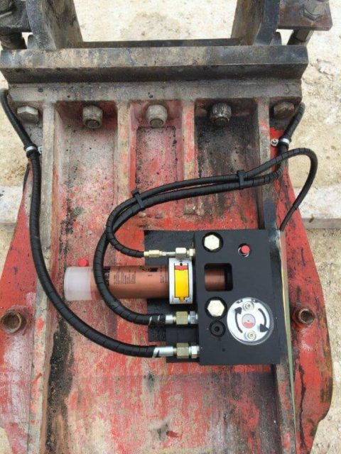 Particolare Pompa idraulica Italgrease impianti sistemi di lubrificazione motore automatica centralizzata